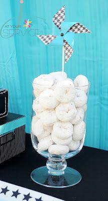 doughnut display. NICOLE cute having doughnuts in a big glass jar?