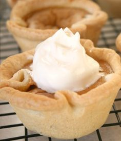 The Perfect Thanksgiving Party Treat: Mini Pumpkin Pies.  I made these for our Harvest Party - they were awesome!
