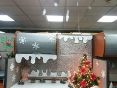 30 Office Cubicle Christmas Decorating Ideas to make your Office look ready for the Holidays Christmas Cubicle Decorations, Office Christmas Gifts, Christmas Fun, Office Decorations, Minimal Christmas, Christmas Themes, White Christmas, Christmas Tree And Fireplace, Office Cubicle