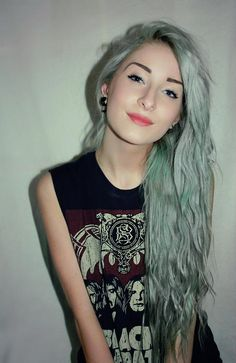 sometimes i wish i was bold enough to pull off pastel colored hair