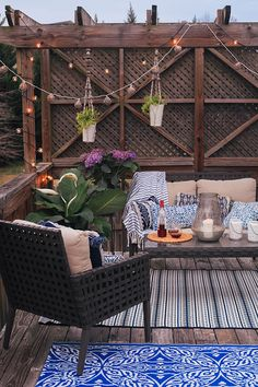 Family came into town this weekend, and so did the warmer temps! I used this as an excuse to bring our dead patio back to life for some weekend celebrating.