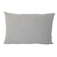 Ob auf dem Sofa, Bett oder Sessel – mit diesem wunderschönen Dekokissen mit Punkt-Print von Bloomingville bringst Du Abwechslung in Dein Zuhause.