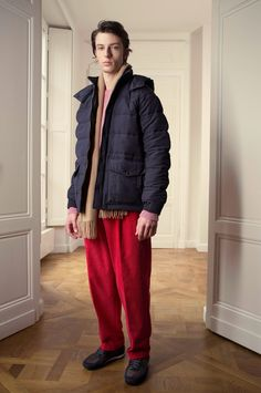 How to wear: navy puffer jacket, hot pink crew-neck sweater, red Vogue Paris, Casual Chic, Live Fashion, Fashion Show, Editions Mr, Runway Fashion, Mens Fashion, Red Jeans, Adidas Boost