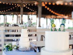 Simple wedding cake. 4 tier wedding cake. Gator cake topper. Florida Gator wedding cake. Sonesta Hilton Head Wedding. W PHOTOGRAPHY 2015.
