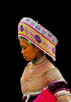 Portrait of a colorful Flower Hmong ( Miao ) girl taken in North Vietnam on the border with China. | © Boaz Images