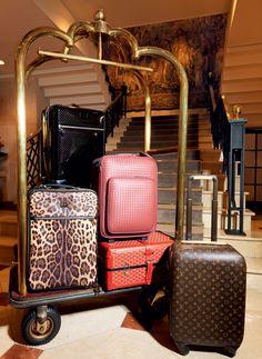 Valises de cabine ganham assinatura grifada e roupagem original que agrada da minimalista à fã de estampas animalier