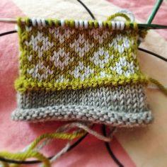 Designer Knitting Patterns, Knitting Designs, Knitting Patterns Free, Knit Patterns, Knitting Projects, Knitting Charts, Loom Knitting, Knitting Socks, Knitted Hats