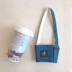 Don't be afraid to drop the coffee beverage bag/BLUE Blue - Woogu Craft - Beverage Holders & Bags Cup Sleeve, Coffee Sleeve, Drink Holder, Cup Holders, Coffee Drinks, Coffee Cups, Coffee Cup Holder, Bubble Tea, Travel Mugs