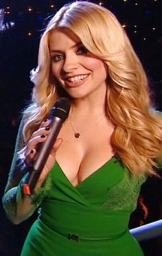 47 Sexy Holly Willoughby Pictures Show Off Hot Curvy Body Holly Willoughby Bikini, Holly Willoughby Legs, Animatrices Tv, Flawless Beauty, Tv Presenters, Blonde Women, Curvy, Sexy Women, Beautiful Women
