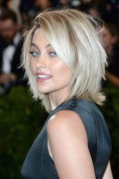 18 Bob Hairstyles for Fine Hair - Haare & Make-up Shaggy Bob Hairstyles, Shaggy Bob Haircut, Bob Hairstyles For Fine Hair, Short Shaggy Bob, Bob Haircuts, Teenage Hairstyles, Layered Hairstyles, Long Bob, Celebrity Hairstyles