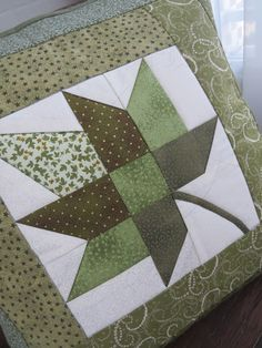 Cushion in patchwork. To decorate your home, your room, your office or . Quilt Block Patterns, Pattern Blocks, Quilt Blocks, Patchwork Cushion, Quilted Pillow, Mini Quilts, Quilting Projects, Quilting Designs, Flower Quilts
