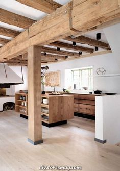 In this article we show you 25 beautiful Scandinavian kitchen designs, as well as educating you on their main features and sharing practical decorating tips. Interior Desing, Interior Design Kitchen, Diy Interior, Wooden Kitchen, Rustic Kitchen, Scandinavian Kitchen, Scandinavian Modern, Küchen Design, Design Ideas