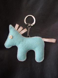 porte-clé ou gri-gris de sac cheval en feutrine