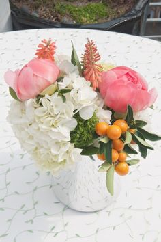 love the peonies and hydrangeas together! They're so gorgeous!