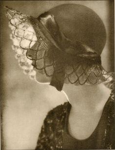 1920s hat.