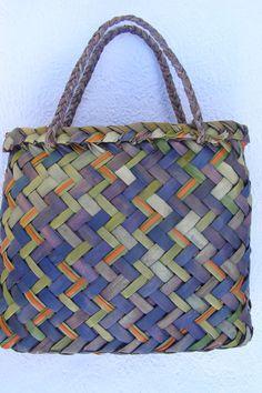 Kete : Pounamu by YHammondArtist on Etsy Flax Weaving, Hand Weaving, New Zealand Wine, Woven Bags, Maori Designs, Art Sculptures, Logo Ideas, Bear, Unique Jewelry