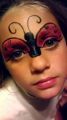 Maquillage de fille papillon