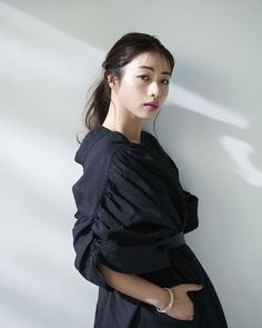 Satomi Ishihara, 1920s Hair, Actor Model, Girl Face, Geisha, Fashion Outfits, Womens Fashion, Asian Woman, Ruffle Blouse