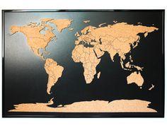 Questa mappa di fatti a mano di scheda del sughero con paesi delineato è grande per contrassegnare tutti i vostri viaggi intorno al mondo o per contrassegnare le vendite in tutto il mondo. È anche un elemento di buon apprendimento per aule. Questo bellissimo oggetto per la casa, ufficio, studio o scuola, si evolverà con le vostre esperienze nuove.  Il sughero è montato su un nero medium density fiberboard, con un telaio in plastica nera.  Scheda del sughero misure aprox.: 85 x 55 cm (33,45 x…