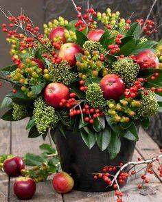 Thanksgiving Table Centerpieces, Apple Centerpieces, Thanksgiving Flowers, Easter Centerpiece, Easter Decor, Winter Flower Arrangements, Silk Floral Arrangements, Fruit Arrangements, Fruit Decorations
