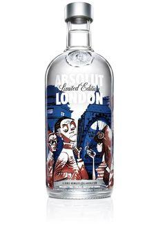 ABSOLUT x Jamie Hewlett - London Bottle Design. The Swedish vodka brand are launching their latest limited edition bottle – the ABSOLUT London. A collaboration with artist Jamie Hewlett, the dude. Cool Packaging, Beverage Packaging, Bottle Packaging, Packaging Design, Product Packaging, Jamie Hewlett, Liquor Bottles, Vodka Bottle, Alcohol Bottles