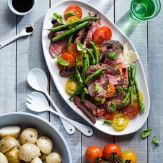 Butterflied Lamb Leg with Tomato Salad and Grilled Asparagus Citrus Lemon, Gourmet Recipes, Dinner Recipes, Lamb Stew, Fish And Meat, Grilled Asparagus, Irish Recipes, Tomato Salad