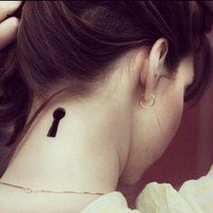 Keyhole Tattoo... Kinda creepy... But i like it somehow