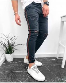De vanzare for sale small price best quality blue jeans perfect for your outfit blugi barbati perfect pentru tinuta ta men outfit 2018 trend dehaine. Blue Jeans, Skinny Jeans, Kazan, Pants, Men, Outfits, Fashion, Trouser Pants, Moda