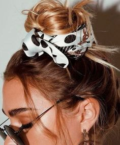 Hairstyle, hair scarf, silk scarf, bread rolls Related Post Nice accessories for your next hairstyle Nice accessories for your next hairstyle Bandana Messy Bun Hairstyles, Bandana Hairstyles, Pretty Hairstyles, Korean Hairstyles, Bridal Hairstyles, Hairstyle Ideas, Style Feminin, Bad Hair, Hair Dos