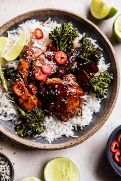 30 minute pineapple teriyaki chicken with sesame ginger broccoli Asian Recipes, Healthy Recipes, Ethnic Recipes, Drink Recipes, Dinner Recipes, Teriyaki Chicken And Rice, Teriyaki Tofu, Half Baked Harvest, Winter Food