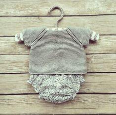 Pelote de laine. Conjunto de jersey de punto y cubrepañales de tela.