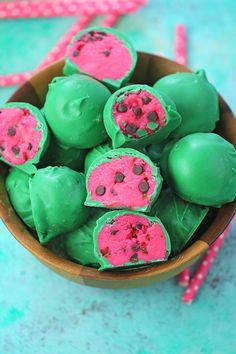 Watermelon Truffles are a fun, tasty and colorful summer treat. Easy to make, with just a few ingredients, these are also no bake and perfect to brighten your day. Watermelon Cake Pops, Watermelon Birthday, Bake Sale Treats, Bake Sale Recipes, Rum Truffles, White Chocolate Raspberry, Truffle Recipe, Summer Treats, Dessert Recipes