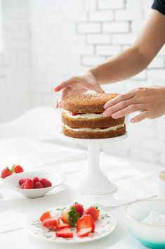 D E S I G N L O V E F E S T » HOW TO MAKE A NAKED CAKE