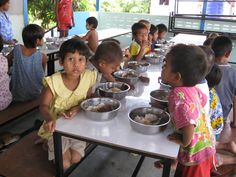 Children at the New Migrant School getting their lunch!