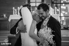 Gaby + Trino uniéndose en una sola carne para siempre. #DíaDeBoda #FotógrafoDeBodas  #Married  #LuisIbarraWeddingPhotography  #ReciénCasados  #Iglesia #SiempreJuntos