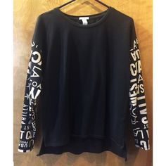 Cities Print Long Sleeve Black long with slight hi-low. In slightly used condition. Size large, fits like a medium. Forever 21 Tops Tees - Long Sleeve