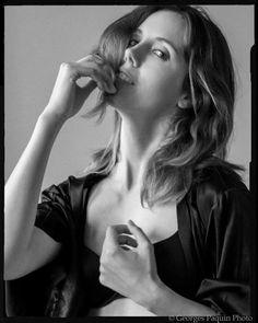 Joanie en noir et blanc - Georges Paquin Photo Boudoir, Portrait, Couple Photos, Couples, Black N White, Photography, Couple Shots, Powder Room, Headshot Photography