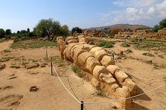 Telamone (sostegno architettonico-Atlante-figura mitologica) del Tempio di Zeus Olimpio; V sec. a.C. Valle dei Templi-Agrigento-Sicilia-IT.