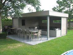 Prachtige tuinset lounge beschermd door een van de moderne tuinhuizen van Chalet Center