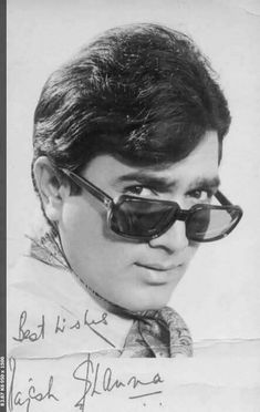 Bollywood Posters, Bollywood Actors, Bollywood Celebrities, Kissing Silhouette, Old Film Stars, Rajesh Khanna, Film Icon, Bollywood Pictures, Indian Photoshoot