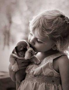 Perrito y niña