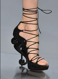 Dior lace-up shoes Fall Winter 2009 Couture Runway #shoes #dior