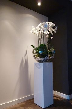 https://i.pinimg.com/236x/18/ce/15/18ce156f27f2232fa549fefeb8dc5d92--flower-decoration-contemporary-design.jpg