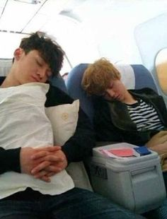Sleepy Chen and Luhan Kpop Exo, Exo K, Exo Couple, Waiting For Baby, Xiuchen, Chansoo, Exo Ot12, Happy Pictures, Exo Memes