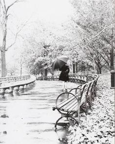 NYC. Walking under the rain at Central Park // credit unknown