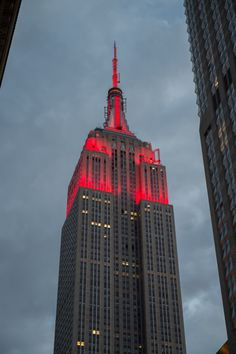 Red for Women's Health Magazine Run 10 Feed 10 Tower Light, Nyc, Empire State Building, New York City, Places, Blood, Cancer, Weekly Schedule, Health Magazine