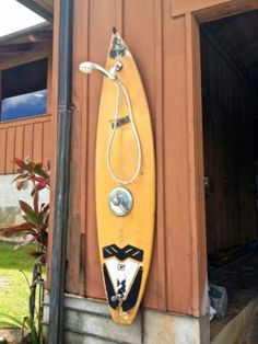 Summer Design: 16 Garden Shower Inspirations in Decoration Surf Decor, Decoration Surf, Surfboard Decor, Surf Shack, Beach Shack, Deco Surf, Outside Showers, Outdoor Showers, Garden Shower