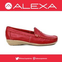 Zapatos rojos para darle color a tu día y sentirte más cómoda que nunca