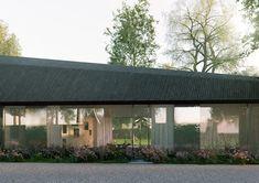 Maison Mouvaux - Tank Architectes Architecture, Black House, Gazebo, Outdoor Structures, Cabin, House Styles, Outdoor Decor, Houses, Space