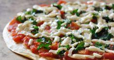 Ingredientes: — 60 gramas de grão de bico; — Azeite (a gosto); — Uma cenoura; — Dois ramos de brócolos — Rúcula (a gosto); — Dois tomates pequenos; — 15 gramas de queijo flamengo light. Modo de preparação: Comece por triturar 60 gramas de grão de bico cozido, com uma colher de chá de azeite. … Continued